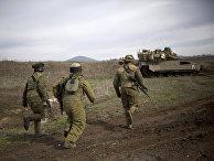 Израильские солдаты во время учений на контролируемых Израилем Голанских высотах