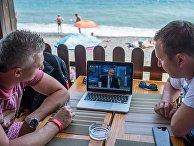 Трансляция прямой линии с президентом России Владимиром Путиным в Крыму