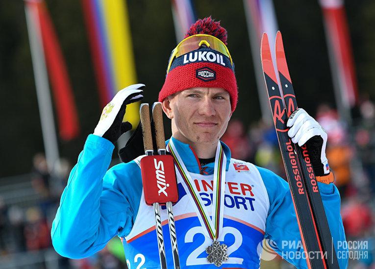 Александр Большунов (Россия), завоевавший серебряную медаль в масс-старте на 50 км свободным стилем