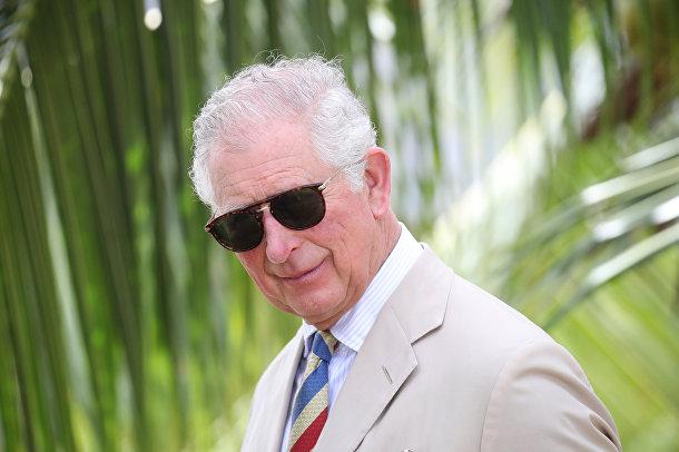 Принц Чарльз показан на экскурсии в ферме в Гаване