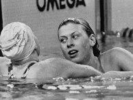 Пловчиха Шаррон Дейвис (Великобритания) принимает поздравления, после того как выиграла золото на Играх Содружества