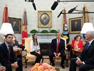 Президент США Дональд Трамп и Фабиан Росалес, жена лидера венесуэльской оппозиции Хуана Гуайдо