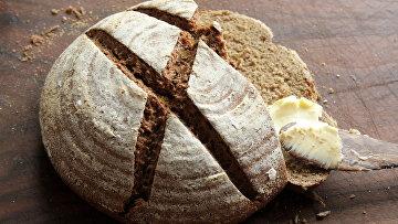 Черный хлеб с маслом