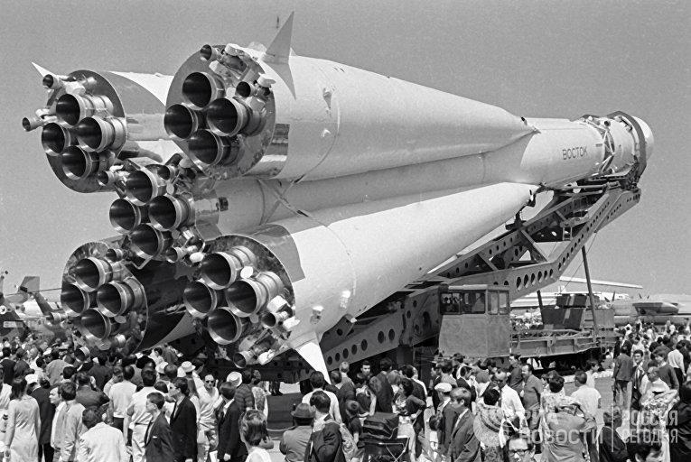 Ракета «Восток» перед установкой на ВДНХ