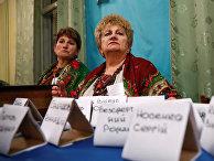 Члены избирательной комиссии на избирательном участке в Рогатине
