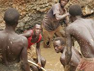 Бывшие боевики ополчения работают на добыче золота в городе Ика-барьер