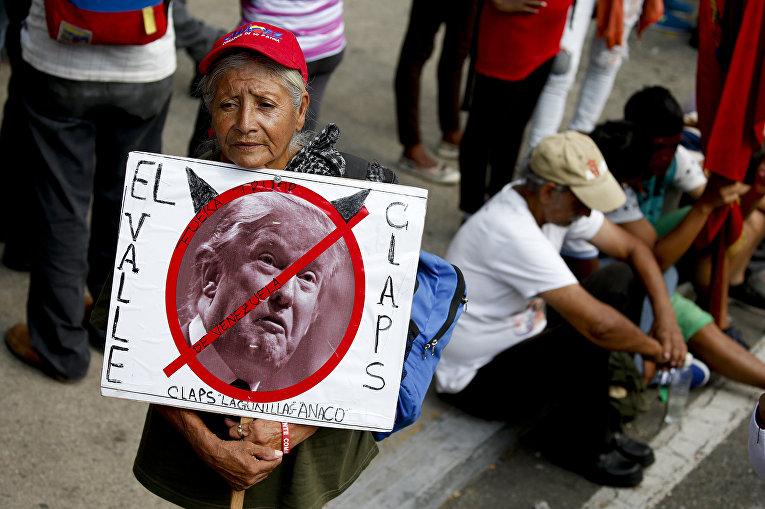 Участники митинга в Каракасе, Венесуэла