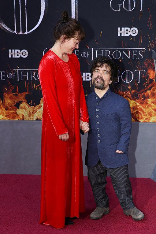 Американский актёр Питер Динклэйдж (Тирион Ланнистер) и его жена Эрика Шмидт