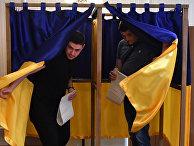 Граждане Украины, проживающие в Кыргызстане, голосуют на выборах президента Украины