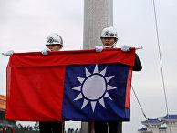 Военные гвардейцы во время церемонии в Тайбэе, Тайвань