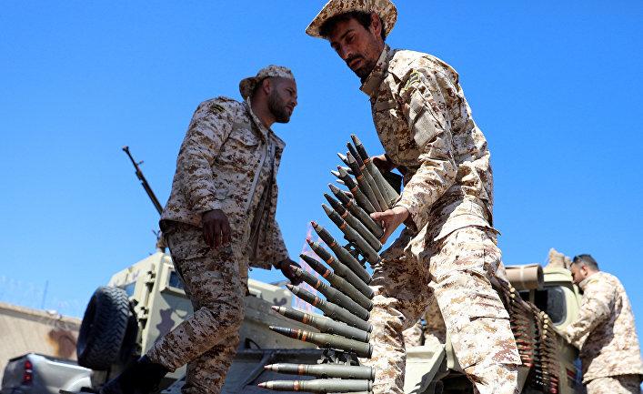 Солдаты готовятся защищать Триполи, Ливия