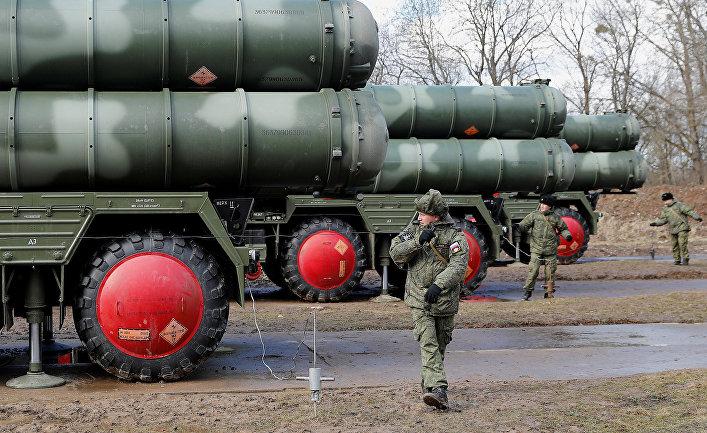 """Боевые расчеты новейших зенитных ракетных систем С-400 """"Триумф"""""""