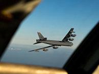 Бомбардировщик B-52 возвращается в Англию после рейда вблизи Норвегии