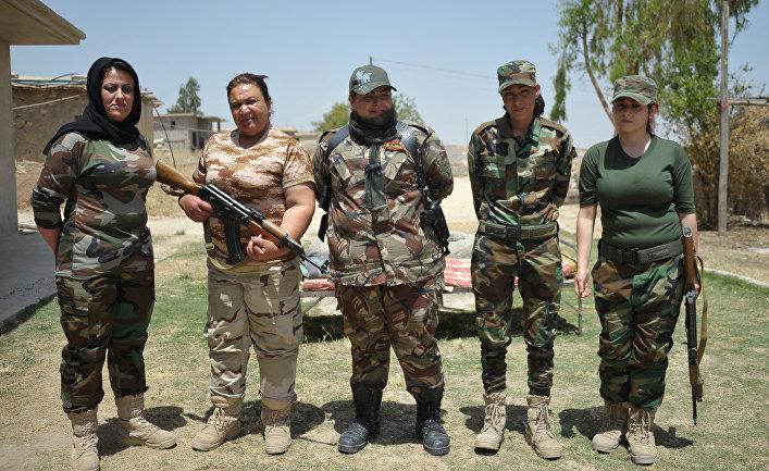 """Курдские женщины-волонтеры из отряда """"Хези-Агри"""" (""""Сила огня""""), воюющие против ИГ"""