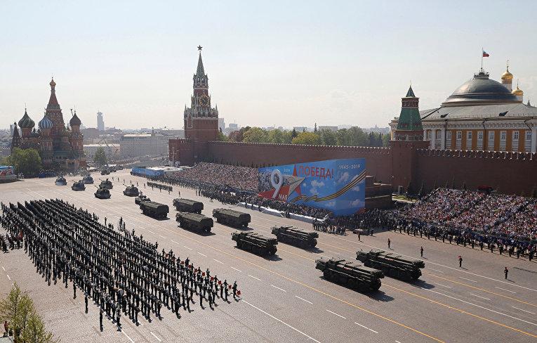 Общий вид генеральной репетиции военного парада на Красной площади