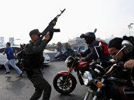 """Беспорядки у авиабазы """"Ла Карлота"""" в Каракасе, Венесуэла"""