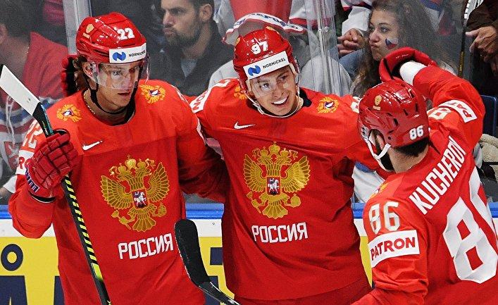 Игроки сборной России Никита Зайцев, Никита Гусев и Никита Кучеров (слева направо) радуются забитой шайбе