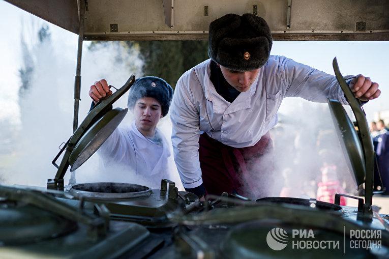 Курсанты Черноморского высшего военно-морского Ордена Красной Звезды училища