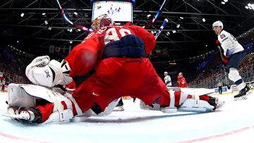 Вратарь сборной России Андрей Василевский в матче 1/4 финала чемпионата мира по хоккею между сборными командами России и США