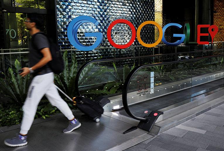 Логотип компании в офисе Google Сингапуре