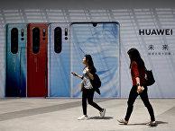 Реклама смартфонов Huawei в Пекине