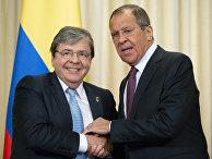 Министр иностранных дел России Сергей Лавров (справа) и министр иностранных дел Колумбии Ольмес Трухильо во время встречи.
