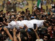 Похороны Абдельбассета Аль-Сарута в пограничном городе Аль-Дана, провинция Идлиб, Сирия