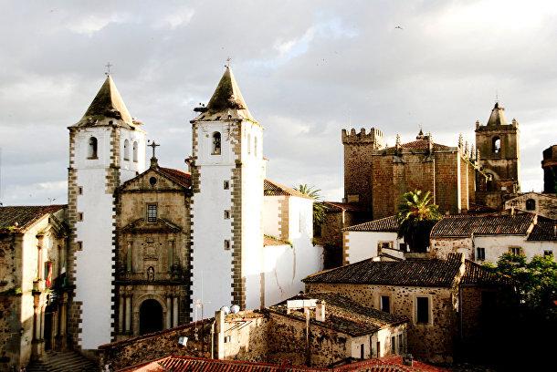 Прогулка побулыжной мостовой: Касерес (Испания)