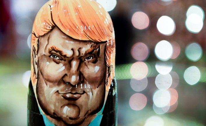 Матрешка с изображением президента США Дональда Трампа в сувенирном магазине в Москве