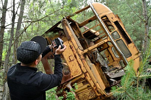 Старый автобус в городе-призраке Припять