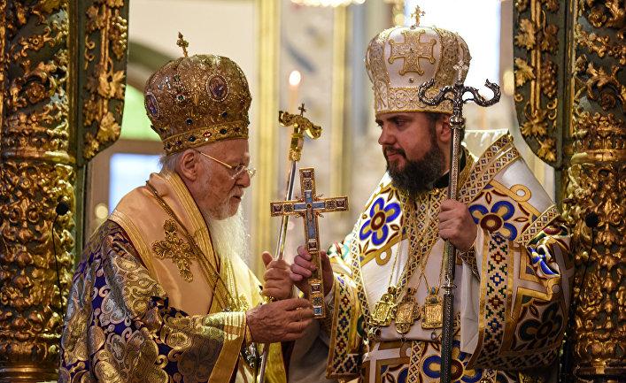 Вселенский Патриарх Варфоломей I и митрополит Епифаний во время официальной церемонии