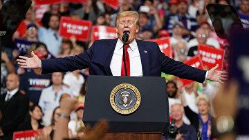 Президент США Дональд Трамп выступает на предвыборном митинге в Орландо