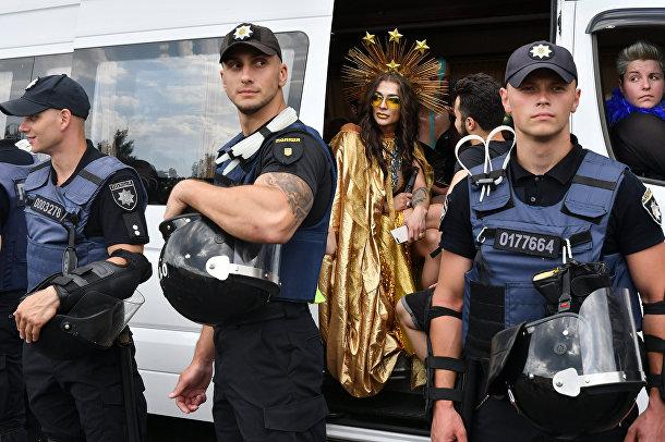 Участники гей-парада в Киеве