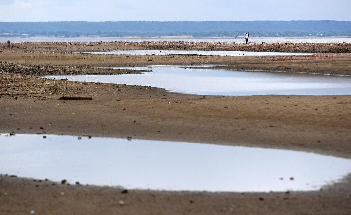 Понижение уровня воды в Волге