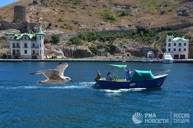 Катер в Балаклавской бухте Севастополя. Крым