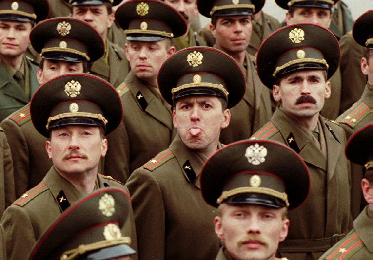 Участники репетиции Парада Победы в Санкт-Петербурге, 1995 год