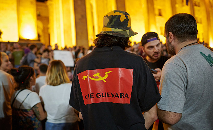 Акции протеста у здания парламента Грузии