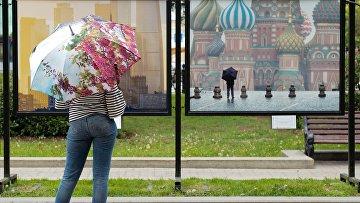 Девушка на Тверском бульваре в Москве