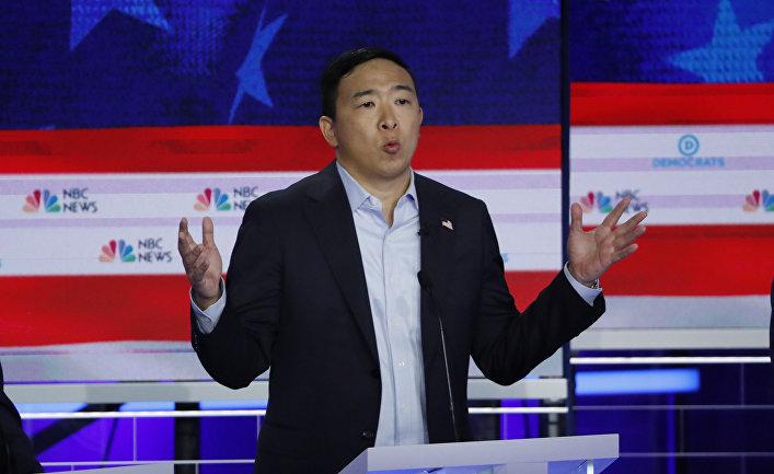 Предприниматель и филантроп Эндрю Ян на первых дебатах кандидатов от Демократической партии США