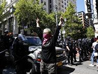 Участники демонстрации в Портленде, штат Орегон, США