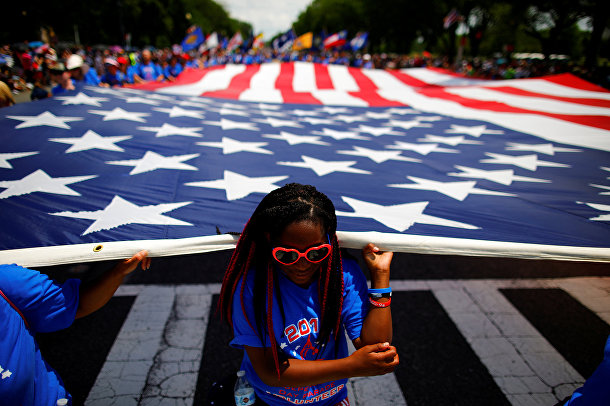 Участники парада Дня независимости США в Вашингтоне