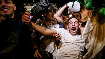Алжирские болельщики устроили беспорядки в центре Парижа