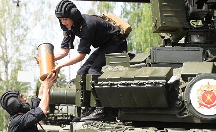 Курсанты Казанского высшего командного Краснознаменного танкового училища