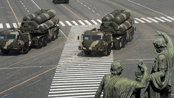 ЗРК С-400 на параде, посвященному 65-летию Победы