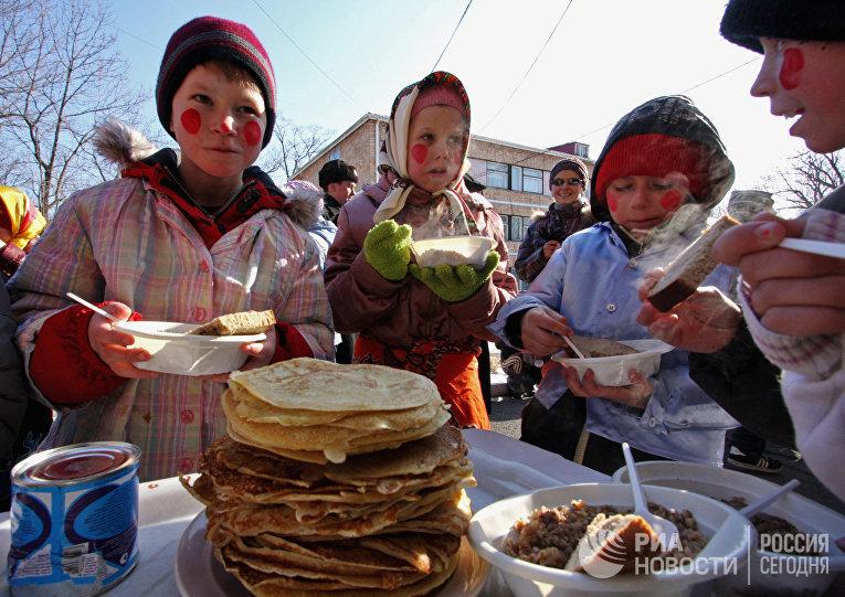 """Празднование Масленицы в центре """"Парус надежды"""" во Владивостоке"""