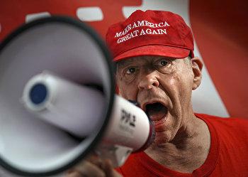 Участник демонстрации в поддержку Дональда Трампа в Нью-Йорке