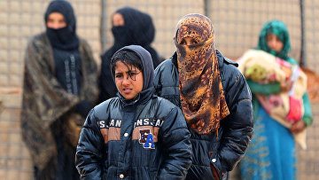 Сирийские беженцы в лагере Рукбан на границе Сирии и Иордании