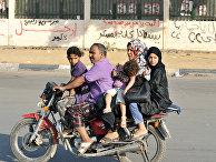 Семья едет на мотоцикле, Египет