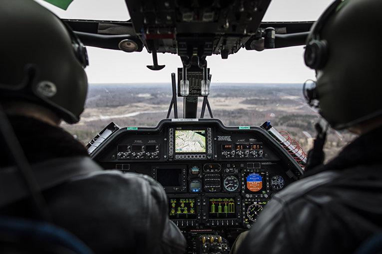 Пилоты латвийской пограничной службы над латвийско-российской границей в районе Зилупе, Латвия