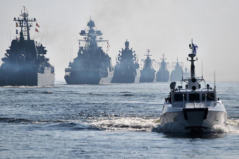 Военные корабли ВМФ России на Главном военно-морском параде в Санкт-Петербурге